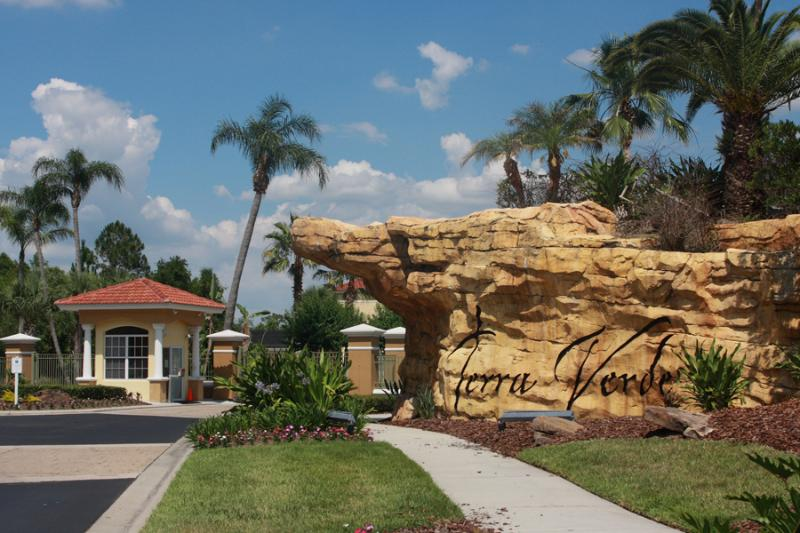 Cheap 4 Bedroom Condo with Private Pool by Disney - Image 1 - Kissimmee - rentals