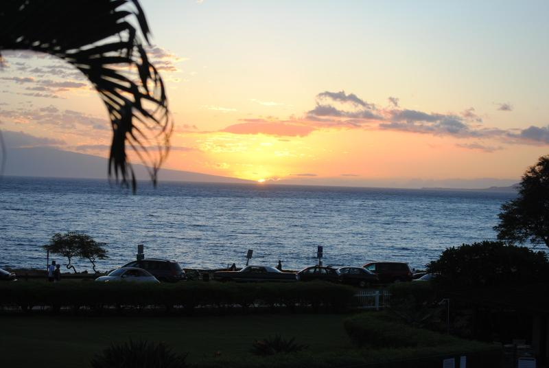 Actual Sunset View from Our Lanai - Unobstructed view, Steps to the beach, Fully furnished, Family friendly - Kihei - rentals
