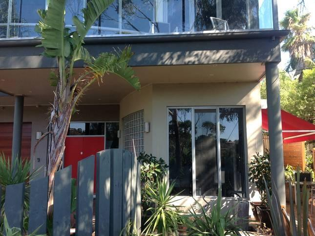 Front view - Ian Road Apartment  Romantic Getaway - Mt Martha - rentals