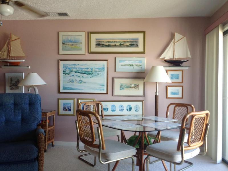 Dining area - QUEENS COURT top floor/oceanfront  Emerald Isle - Emerald Isle - rentals