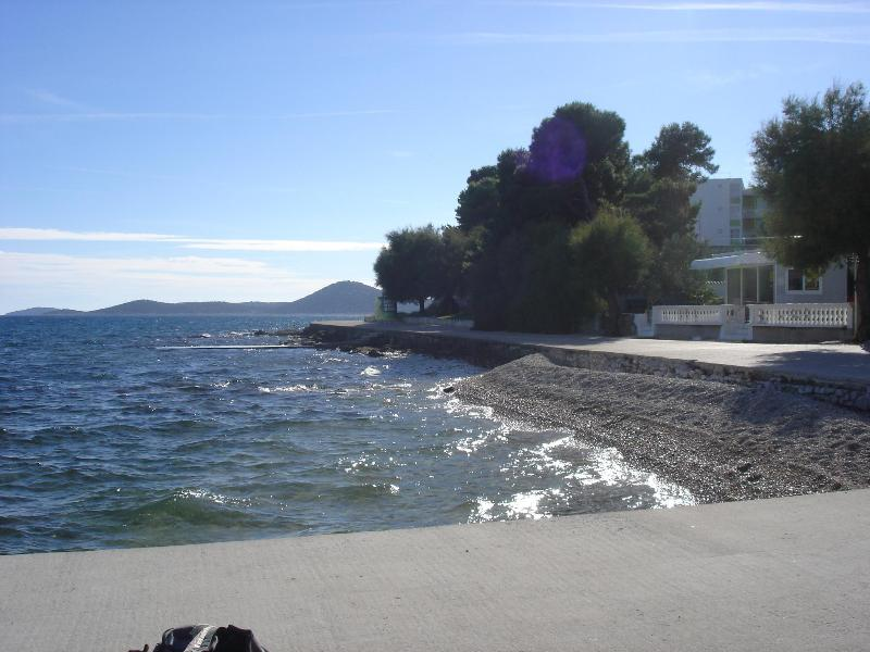 First beach 50m away (with restaurant,cafe,pizzeria,water sports) - Apartment PUNTA center- 50m beach 4,40m2 - Vodice - rentals