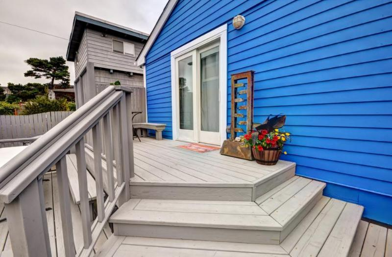 Dog-friendly house w/private hot tub & enclosed yard close to the beach - Image 1 - Seaside - rentals