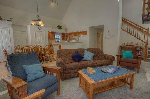 Lake Tahoe Cottage with Jacuzzi Hot Tub ~ RA680 - Image 1 - South Lake Tahoe - rentals