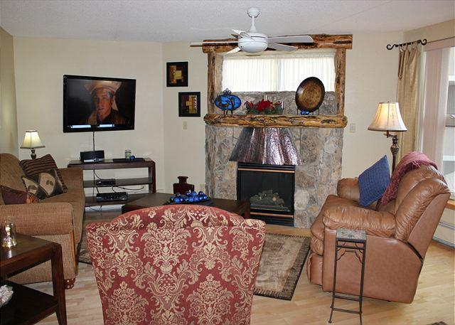TW205 Ideal Condo w/Wifi, Common Hot Tub, Mountain Views, Fireplace - Image 1 - Frisco - rentals