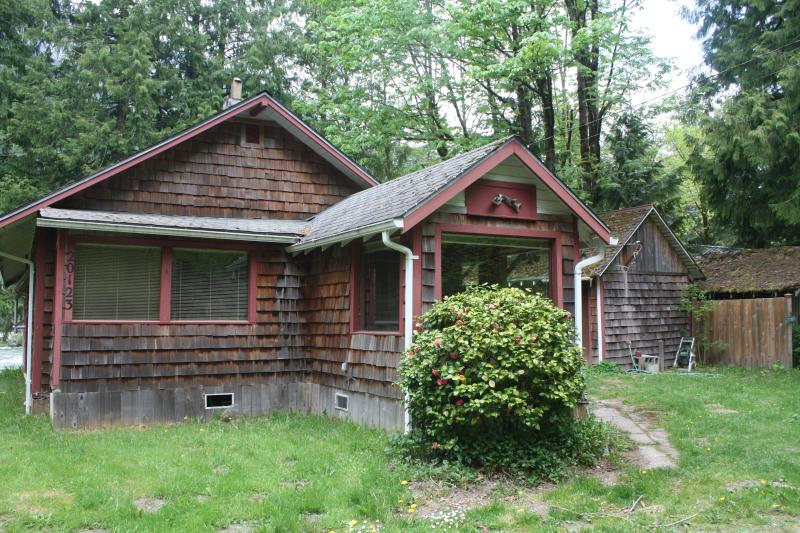 Caddis Cabin - Riverfront  On Skykomish River  Near Index, WA - Index - rentals