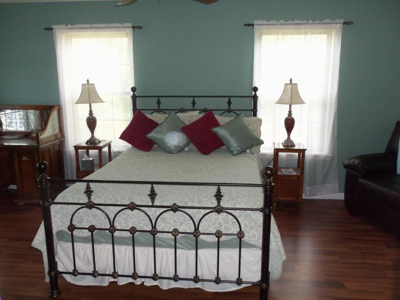 Master Bedroom has a Queen size bed and it's own private bathroom - Dogwood Hills Guest Farm ~ Your Farmstay Vacation - Harriet - rentals