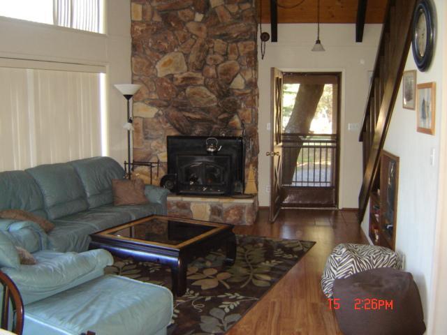 Near Yosemite - 3 Bedroom, 2 Bath- Sleeps 8 - Image 1 - Groveland - rentals