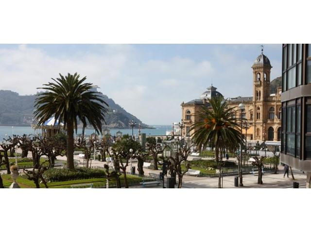 Eder 1 | Views right by the beach and the old town. - Image 1 - San Sebastian - Donostia - rentals