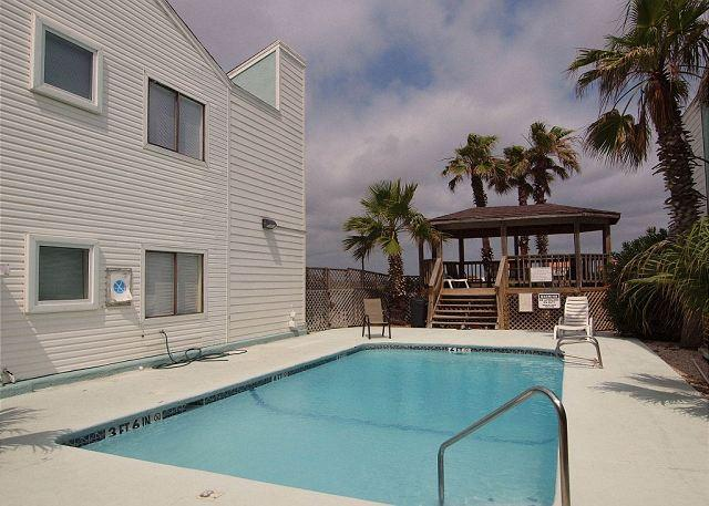Pool and Gazebo - Casa Mar y Sol is walking distance to the Beach and Gulf of Mexico - Corpus Christi - rentals