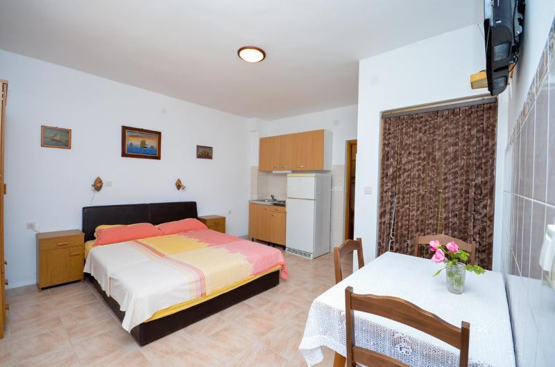 Apartments Ankica - 25171-A2 - Image 1 - Pag - rentals