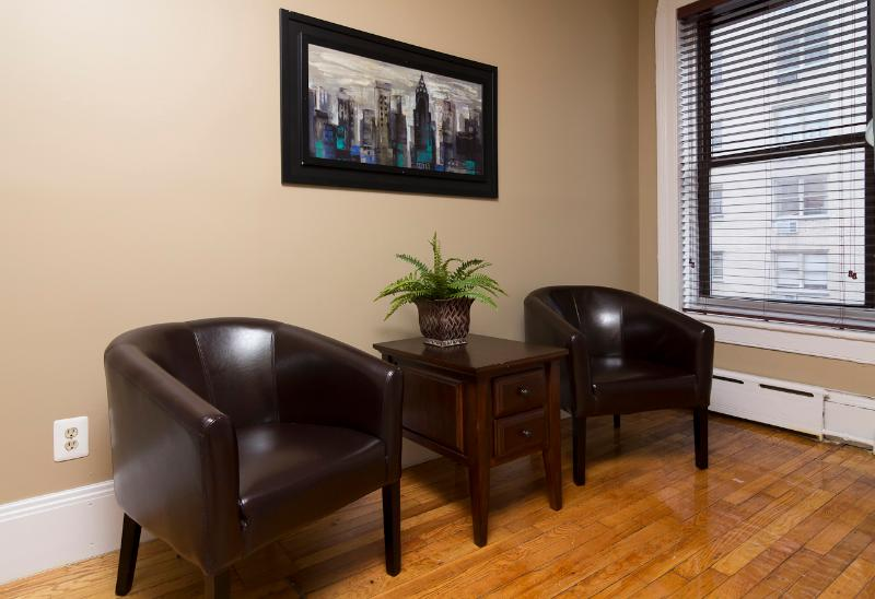Living Room - Sleeps 4! 2 Bed/1 Bath Apartment, Midtown East, Awesome! (8346) - Manhattan - rentals