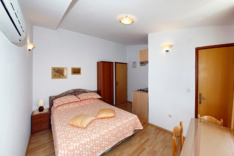 Family-friendly  apartment EMMA 5 ( 2+0  ) - Image 1 - Orebic - rentals