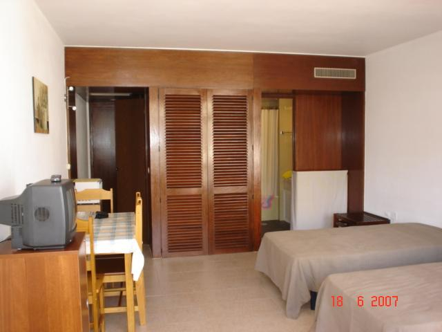 Studio 70 meters from Rocha Beach - Image 1 - Portimão - rentals