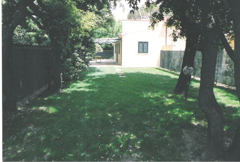From the gate towards the Villa - Beach View Villa, Marina di Pietrasanta, Tuscany - Marina Di Pietrasanta - rentals