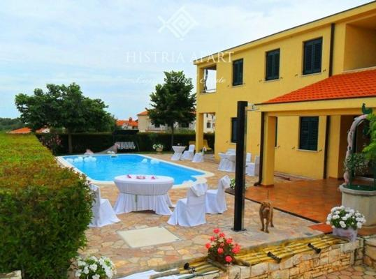 Luxury Villa Mare/Comfort Two-Bedroom Apartment A2 - Image 1 - Rovinj - rentals