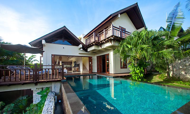 Exterior of Villa Cantik, swimming pool,deck with sun bed - Three bedroom Villa Cantik with beach access - Ungasan - rentals