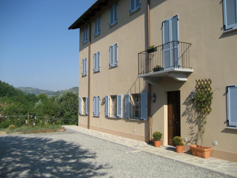 Welcome to Vigna dell'acqua - Restored country house & pool in italian wine region - Santo Stefano Belbo - rentals