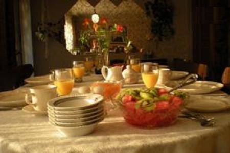 Ollie's Bed+Breakfast - 1 or 2  Bedroom - Image 1 - Welland - rentals