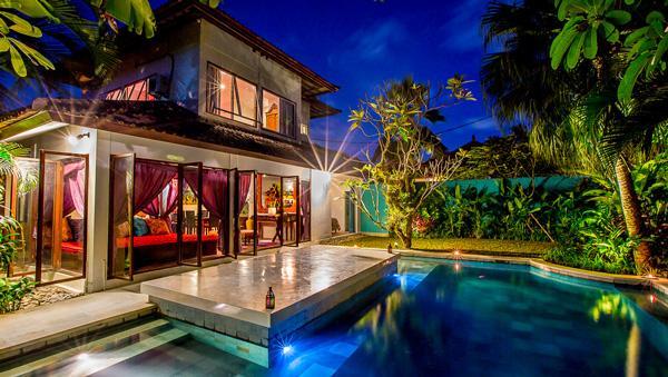 View at night from pool - Eshina Seminyak - Amazing location, enclosed living area huge pool sleeps 8 - Seminyak - rentals