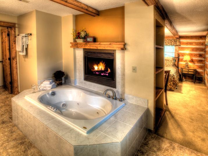 Fireplace and Jacuzzi Tub - Bryson City - Nantahala - Honeymoon Hideaway - Lake Nantahala - rentals