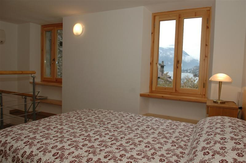 Lake views from the bedroom - Holiday rental Porlezza - First floor (sleeps 4) - Porlezza - rentals