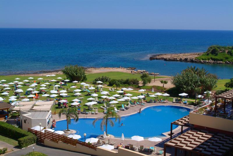 View from the hotel of free facilities you can enjoy - Seaside apartment with free use of hotel facilities - Protaras - rentals