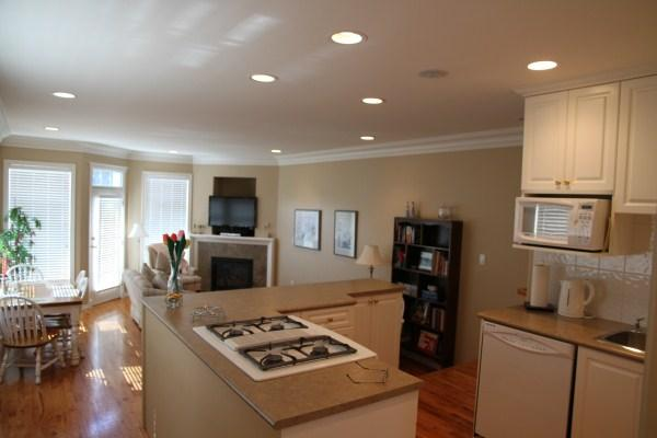 Living Room - Walk about downtown - Victoria - rentals