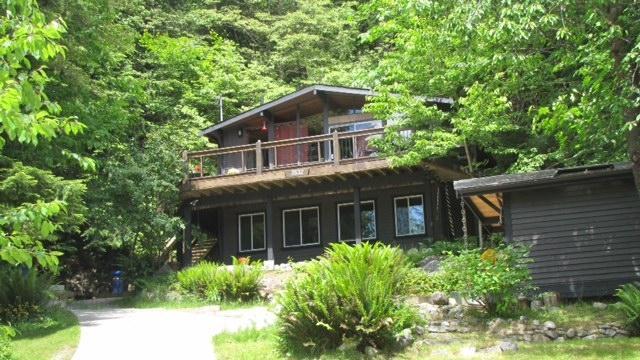 Front Yard - Tuwanek Timbers - Sechelt - rentals
