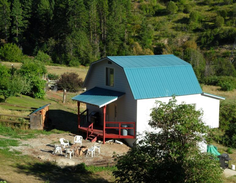 Cabin - View from Road - Quiet Country Cabin in Leavenworth, WA (sleeps 9) - Leavenworth - rentals