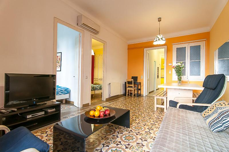 Charming three bedroom apartment near the Sagrada Familia - Close to Sagrada Familia (sleeps up to nine) - Barcelona - rentals