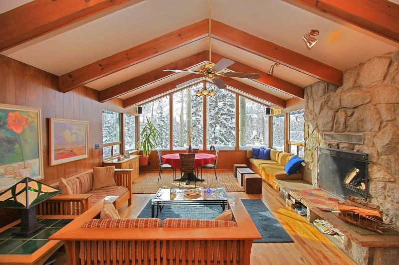Living room - Chez Louisa - Ski in/out with hot tub and sauna - Brighton - rentals