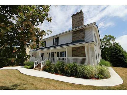 Ideal and idyllic location to begin your Niagara on the Lake adventure/ 5 minute walk to downtown - Ambiance in Niagara on the Lake,  Canada - Niagara-on-the-Lake - rentals