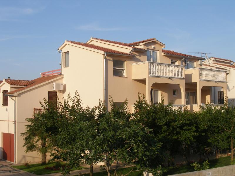 villa Iris - Beautiful apartments Iris  in a center of Vodice - Vodice - rentals