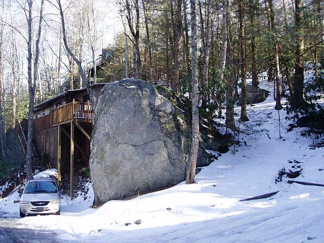 TWO ROCK TREEHOUSE - FALL THERAPY! $115 IN THE MIDST OF IT ALL - Banner Elk - rentals