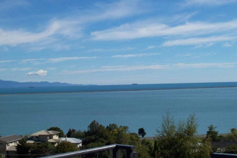 View of Tasman bay looking across to the Abel Tasman National park - Brookland Seaview, Sea and mountain views from your room - Nelson - rentals