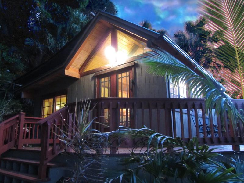 Peaceful One Bedroom Bungalow with oceanviews - Image 1 - Kapaau - rentals