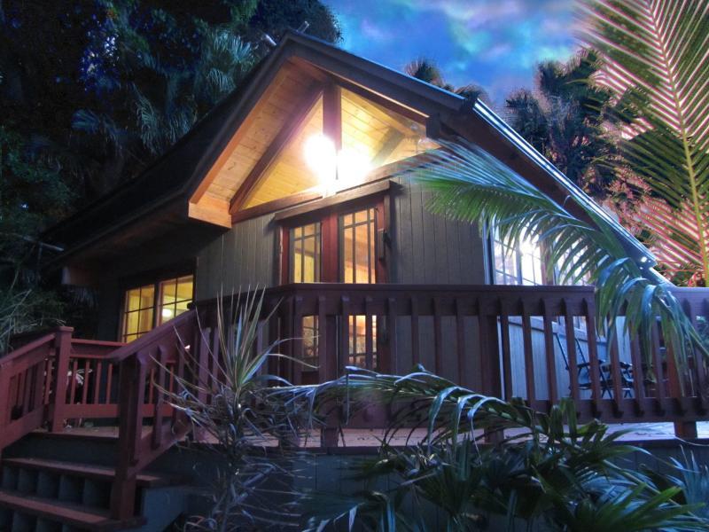 Peaceful One Bedroom Bungalow with oceanviews - Image 1 - Kapaau - rentals