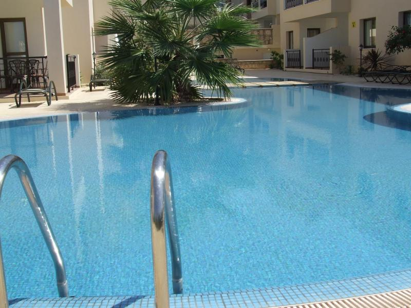 Communal Swimming Pool - Spacious, Bright 3 bedroom penthouse apartment with great sea views - Paphos - rentals