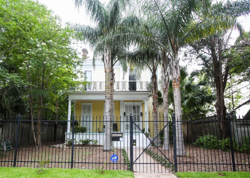 Front entrance - Historic 5-Bedroom Mansion with Period details - New Orleans - rentals