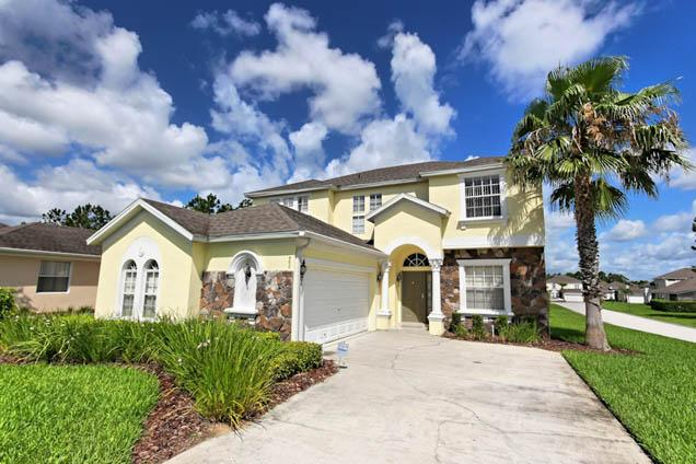 Front of Home - 5 Bed Calabay Parc Home. S & W Faceing Pool (500-C - Davenport - rentals