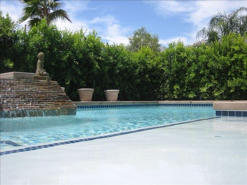 Salt Waterpool - Walking distance to Downtown gated retreat home with private pool and spa - Palm Springs - rentals