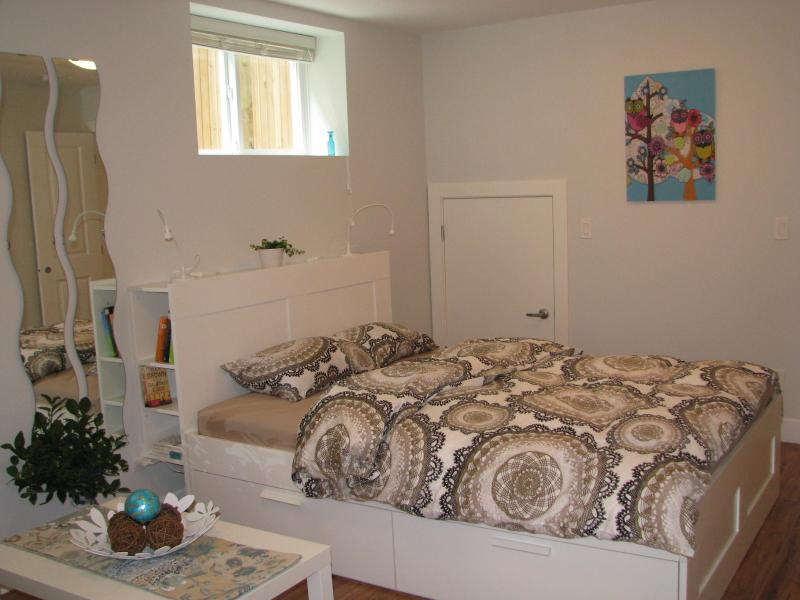 Queen Bed - Sweet Trout Lake Suite - Vancouver - rentals