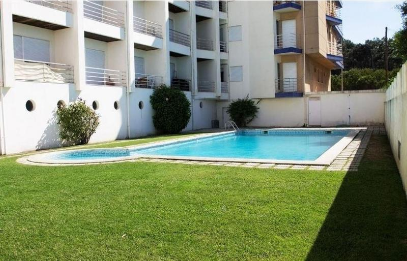 Beach apartment with shared pool, beach 100 meters - Image 1 - Esmoriz - rentals