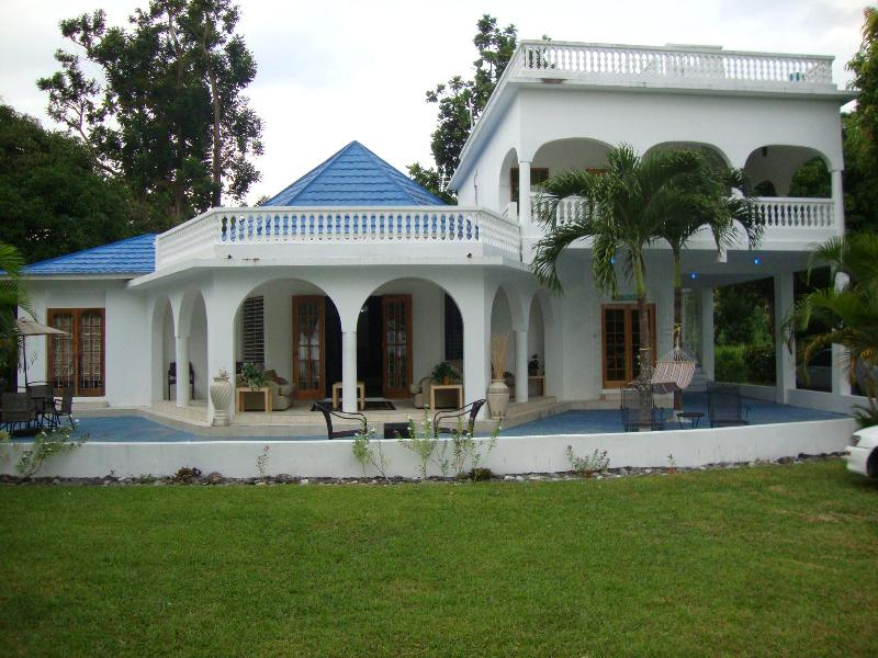 By the Sea Vacation Home and Villa - By the Sea Vacation home and villa- double bed ste - Portland Parish - rentals