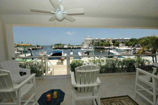 Balcony with marina and ocean views - Chic marinafront villa-114 Mariners Club Key Largo - Key Largo - rentals