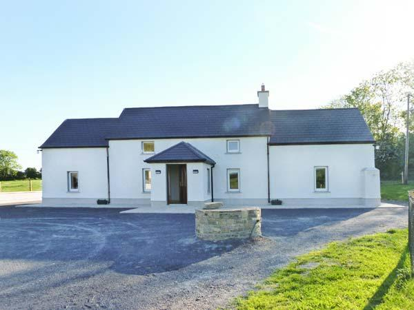 BEECH LANE FARMHOUSE, pet-friendly, off road parking, front and rear gardens, in Gowran, Ref 18513 - Image 1 - Gowran - rentals