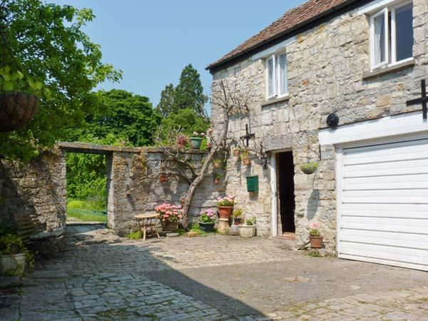 THE LIMES COACH HOUSE, off road parking, great local amenities, fantastic touring base in Curry Rivel, Ref: 18543 - Image 1 - Curry Rivel - rentals