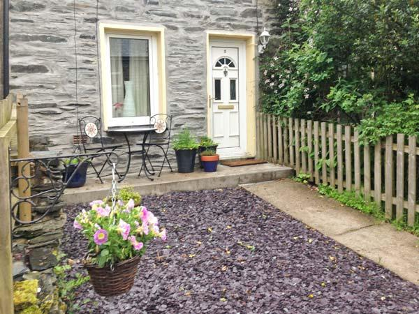 PILI PALAS, pet-friendly, enclosed garden, superb location, beautiful views, in Blaenau Ffestiniog Ref 22025 - Image 1 - Blaenau Ffestiniog - rentals