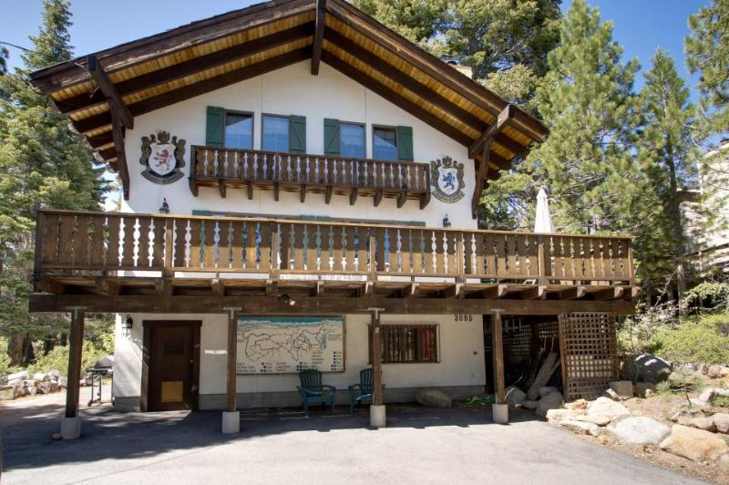 Charming alpine chalet with a private deck, blocks from trails and Lake Tahoe! - Image 1 - Tahoe City - rentals
