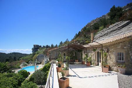 Historic Gem Les Baux de Provence with Pool & Views - Ideal for Friends Traveling Together - Image 1 - Saint-Remy-de-Provence - rentals